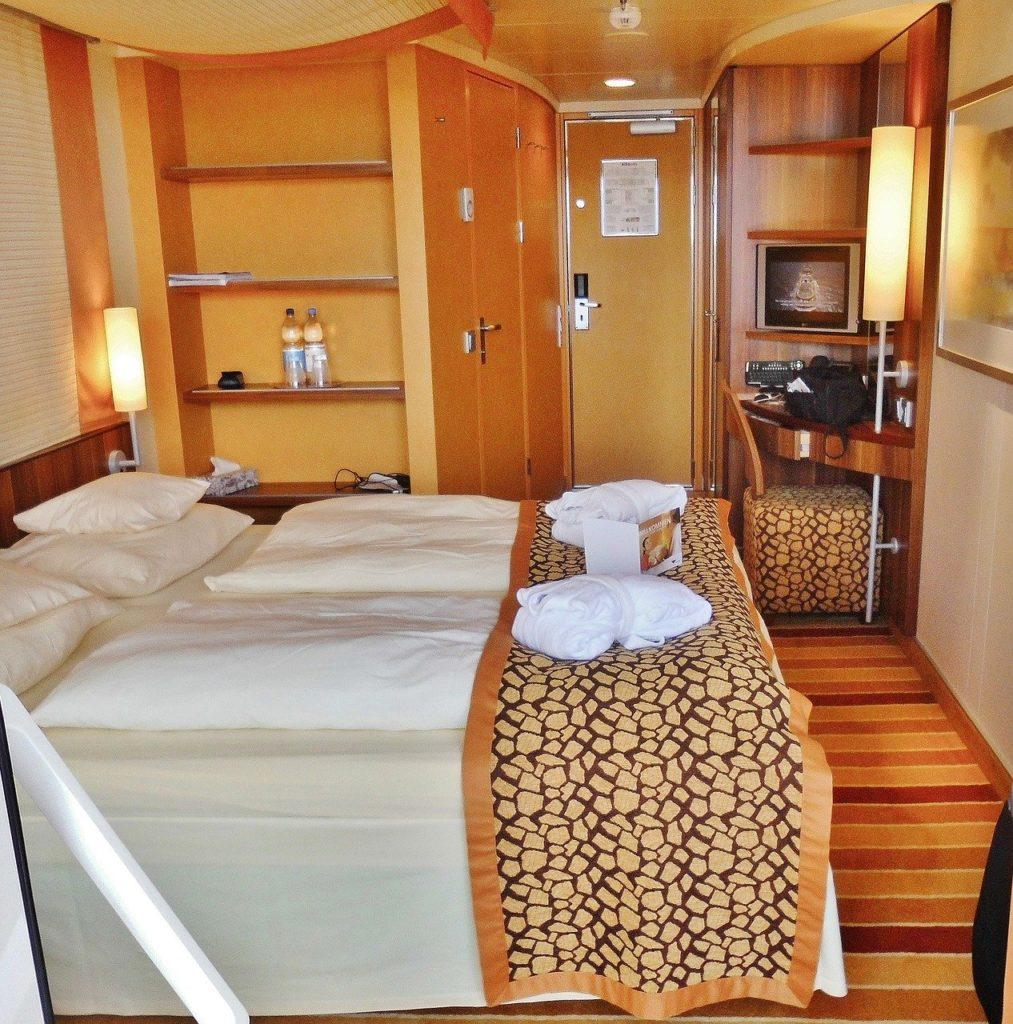 cruise-ship-637733_1280